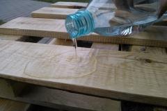 8-stolik-z-palet-sprawdzamy-wodoodpornosc